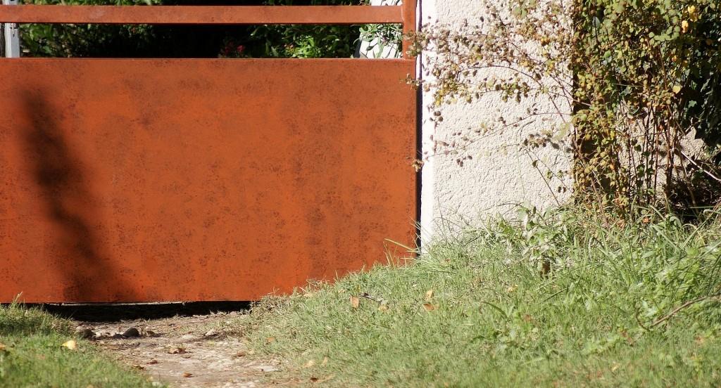 Détail sur tôle la peinture façon rouille à l'éponge.